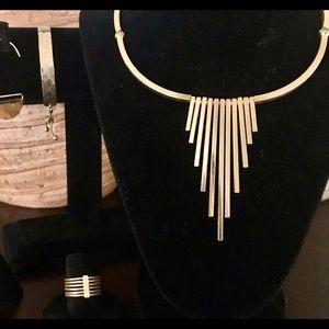 NEW! Elite Gold Bar Necklace